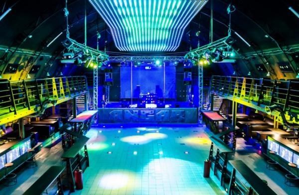 Ночной клуб в омске ангар клуб мама в москве